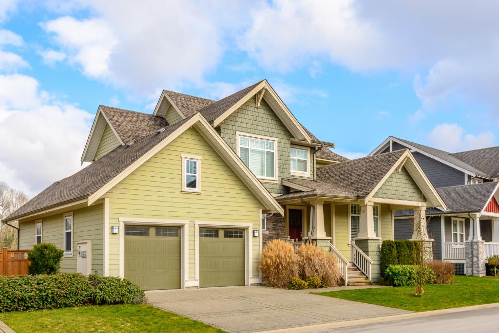 neighborhood houses in suburbs